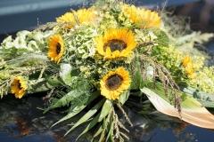 Autoschmuck mit Sonnenblumen_