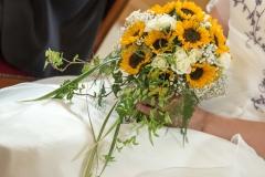 Brautstrauß mit Sonnenblumen und Rosen (1)_