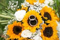 Brautstrauß mit Sonnenblumen und Rosen (2)_