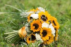 Brautstrauß mit Sonnenblumen und Rosen (3)_