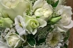 Brautstrauß mit weißen Blumen
