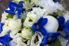 Brautstrauß weiß-blau